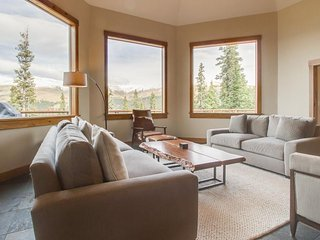 Luxurious home with breathtaking mountain views & privacy - close to ski slopes - Breckenridge vacation rentals
