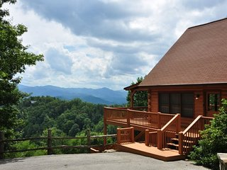 Sky Cove Retreat - Gorgeous Log Cabin with Extraordinary View. Minutes from Restaurants, Shopping and the Great Smoky Mountain Railroad - Bryson City vacation rentals