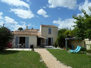 La Maison Pierre. Holiday home in Surgères centre. - Surgeres vacation rentals