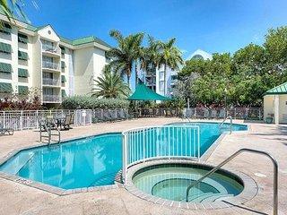 Cayo Bayo Suite - Top Floor Sunrise Suites Condo w/ Pool & Hot Tub Near Beach - Key West vacation rentals