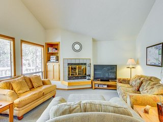 Lovely family-friendly house with deck and a private hot tub! - Sunriver vacation rentals