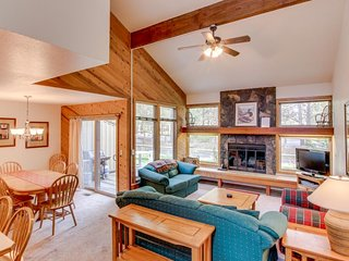 Home with shared pool and tennis courts near the Village w/ SHARC access! - Sunriver vacation rentals