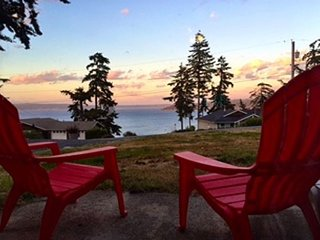 NEW LISTING, views of Baby Island and Holmes Harbor. 3 bed, 2 bath (250) - Greenbank vacation rentals