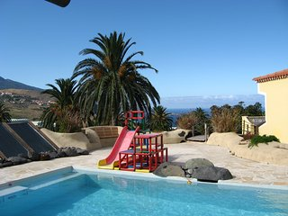 Palmasol: ruhig, zentral, idyllischer Garten, Pool - Brena Alta vacation rentals