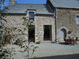 Character cottage close to  Dinan and the coast - Corseul vacation rentals