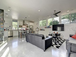 Sleek and Stylish - Blocks From The Best of East Austin - Austin vacation rentals