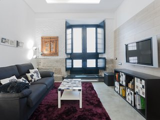 Fun Madrid Malasaña Experience - Chic and centric - Madrid vacation rentals