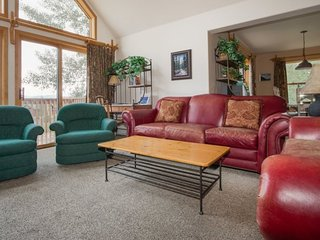 Snake River Village 34 - Walk to slopes, washer/dryer, sleeps 10, 2 car garage! - Keystone vacation rentals