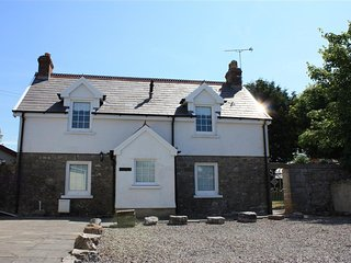 2 bedroom Cottage with Internet Access in Lydstep - Lydstep vacation rentals