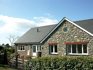 Lovely Cottage with Internet Access and Television - Dyffryn Ardudwy vacation rentals
