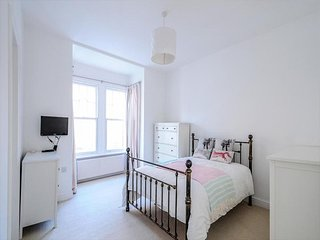 Delightful Chiswick Residence - 4BR 3BT - London vacation rentals