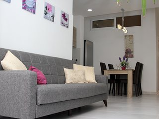 Walking distance to shops and sea front. Sleep 4/6 - Sliema vacation rentals