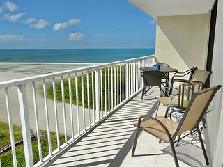 Relaxing beachfront condo w/ heated pool & awe-inspiring ocean views - Marco Island vacation rentals