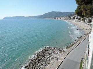 Cozy 3 bedroom Alassio Apartment with Internet Access - Alassio vacation rentals