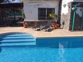 Wunderschöne Villa mit Pool, 900 m zum Strand - El Portil vacation rentals