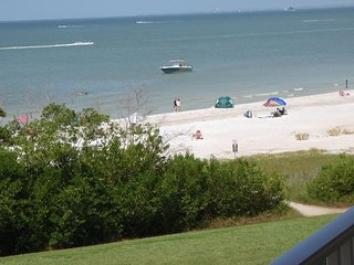 Direct Gulf Front on Fort Myers Beach - Free WiFi - Fort Myers Beach vacation rentals