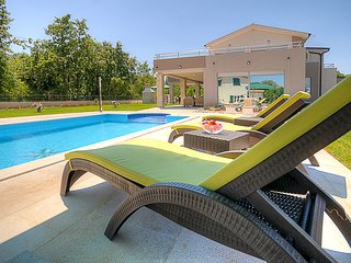 4 bedroom Villa with Television in Bratulici - Bratulici vacation rentals