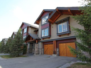 Stunning Mountain Views and Hot Tub on Deck fits 8 - Fernie vacation rentals