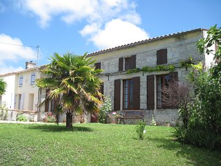 Two Adjacent Stone Houses with Stunning Views. - Fort sur Gironde vacation rentals