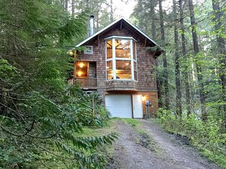 25SL Mt. Baker Country Cabin with a Hot Tub and WiFi - Glacier vacation rentals