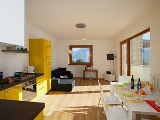 Bright 3 bedroom Apartment in Musso - Musso vacation rentals