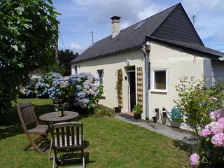 Peaceful detached cottage, countryside views - Mantilly vacation rentals
