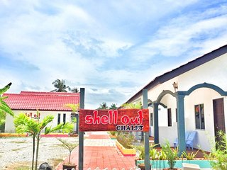 Convenient 16 bedroom Chalet in Kampung Kedawang - Kampung Kedawang vacation rentals