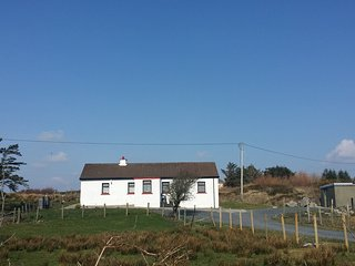 Colemans Cottage, Cashel - Tranquil holiday traditional cottage set in a peaceful setting. - Cashel vacation rentals