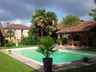 gite rural pour 10 personnes maxi - piscine - Barcelonne-du-Gers vacation rentals