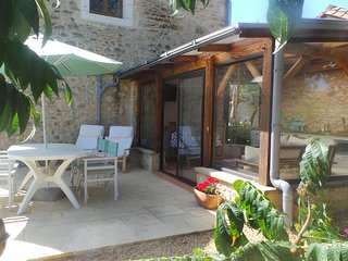 Chez Mondy Gite with Hot tub & Pool - Varaignes vacation rentals