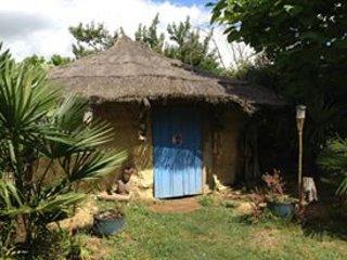 Village insolite chez Kathy72 ( yourte, tipi etc) - Louplande vacation rentals