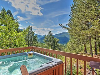 NEW! 'Horseshoe Lodge' 2BR Divide Cabin w/Hot Tub - Divide vacation rentals