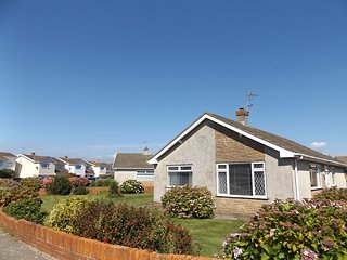 Well Equipped & Well Presented Three Bed Bungalow, Rest Bay, Porthcawl - Porthcawl vacation rentals