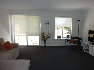 Nice Condo with DVD Player and Satellite Or Cable TV - Clovelly vacation rentals