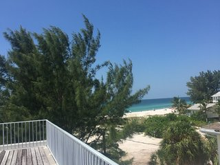 90 steps to the Beach! Gulf Beach Place 3 - Holmes Beach vacation rentals