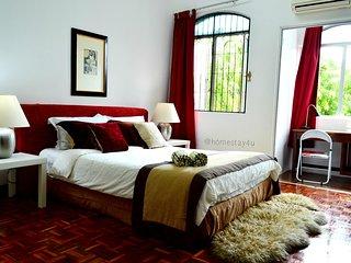 Sunway/Subang Jaya Cozy 2-storey house 5 BR + 3 BA Free 30Mbps WIFI - Subang Jaya vacation rentals