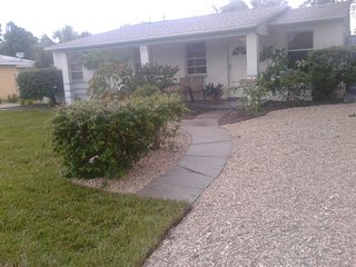 Nice 1 bedroom Apartment in Saint Pete Beach with Internet Access - Saint Pete Beach vacation rentals