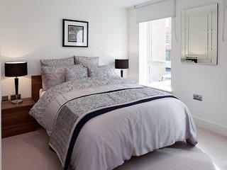 Premier Tower Bridge Apartment - London vacation rentals