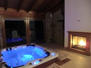 Bright 2 bedroom Montefiorino Villa with Central Heating - Montefiorino vacation rentals