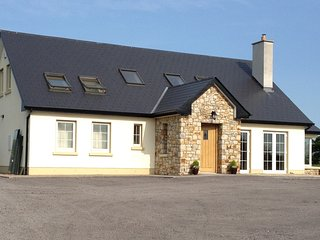 Relax at the new cosy Berdie House - 2 Double Guest rooms available - Ballina vacation rentals
