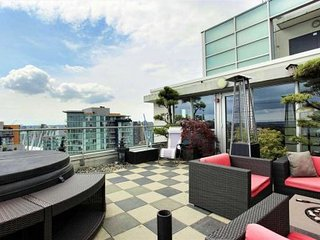 Chic & Luxurious Penthouse w/ Spectacular Views! - Vancouver vacation rentals
