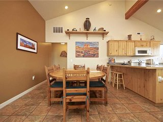 Comfortable 3 bedroom Moab Apartment with Garage - Moab vacation rentals