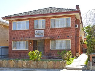 Lovely 1 bedroom Albury Condo with A/C - Albury vacation rentals