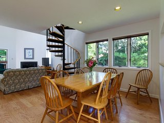 Spacious home w/ a hot tub, sauna, game room, and close to Mount Snow Ski Resort - West Dover vacation rentals