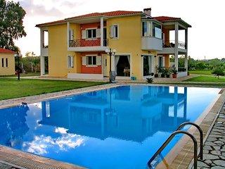 Cozy 3 bedroom Pyrgos Villa with Internet Access - Pyrgos vacation rentals