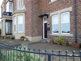 Lovely 2 bedroom Tynemouth Apartment with Internet Access - Tynemouth vacation rentals