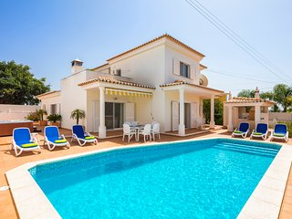 Lovely 3 Bed Villa With Pool & Jacuzzi, Carvoeiro - Carvoeiro vacation rentals