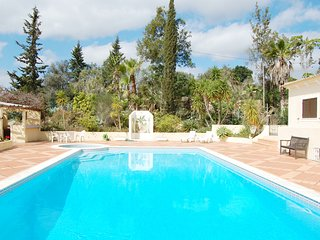 Spacious 3 Bed Apt With Communal Pool, SIlves - Alcantarilha vacation rentals