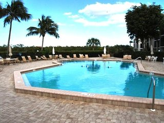 Gorgeous Condo with Internet Access and Shared Outdoor Pool - Fort Myers Beach vacation rentals
