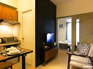 Chic Industrial design 1-Bedroom w/ balcony - Makati vacation rentals
